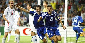 EURO 2004 GRÉCIA NOVO CAMPEÃO EUROPEU O camaleão táctico de Rehhagel