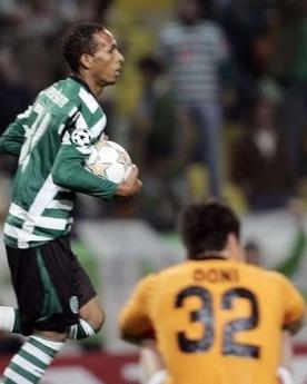 Futebol sob um «tapete voador»